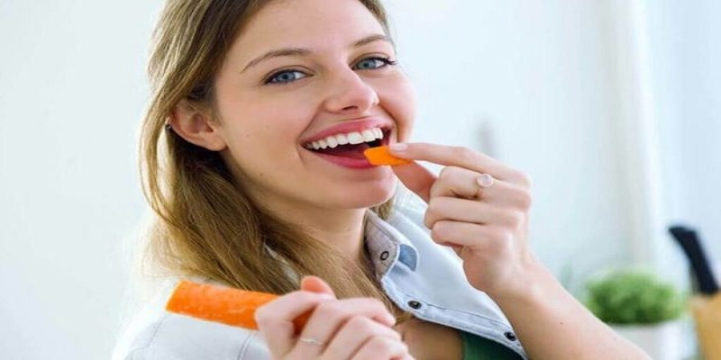 5 foods bring greasy natural tooth, gums are also strong