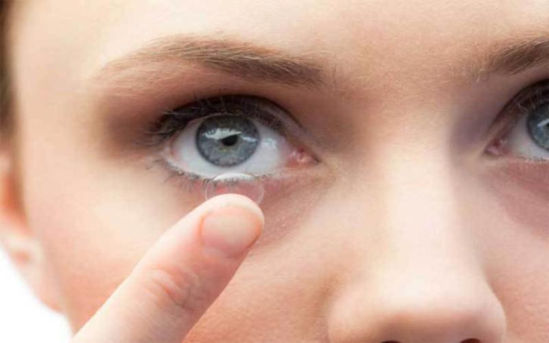 Makeup Tips for Contact Lens Wearers Women
