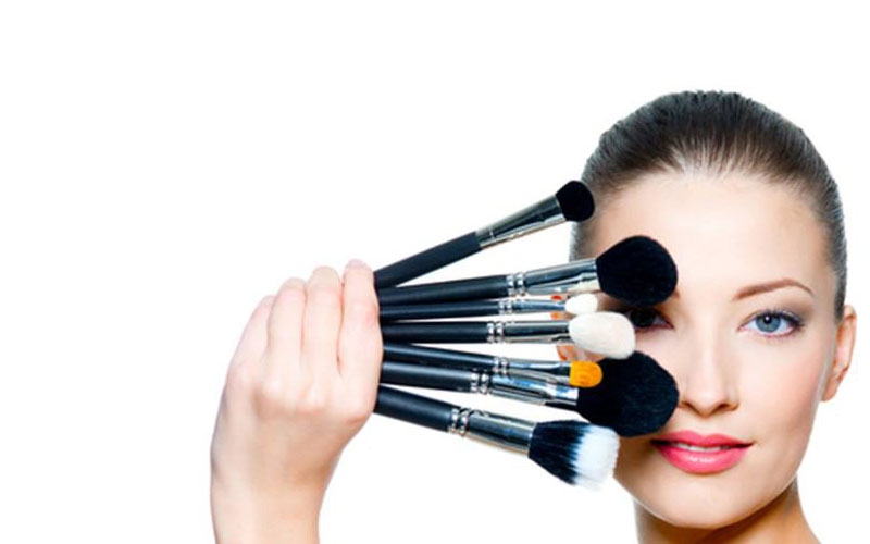 Harmful Effects of Using Makeup Daily